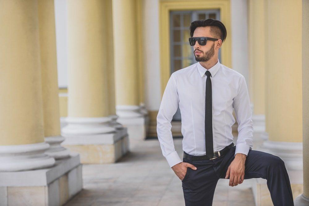 Klasikiniai balti vyriški marškiniai vyrams
