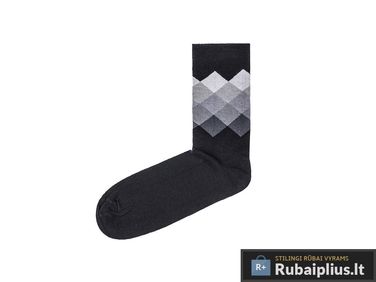 juodos spalvos kojinės vyrams pilku madingu raštu rombais internetu pigiau